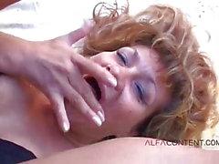 Hot mogna i utomhus analsex
