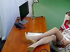 infirmière milf se baise en fonction de l'hôpital