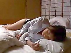 Sıcak bacaklar ile yığılmış Oryantal eşi bir INTENS ihtiyacı