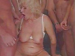 бабушка Секс и большим Волосы на лице и крем пирог !