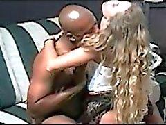 Esposa rubia sur de es follada y el creampied por el hombre negro