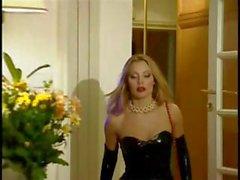 Blond Hure Laure Sainclair trägt schwarze Latex und wird hämmerte