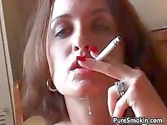 Di Britney dei raggi fumatori oral sex piena di vapore