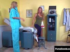 Suédois Fox Puma Swede & Nicole Aniston Obtenir des examens de Wet Pussy!