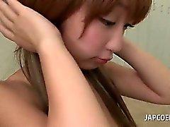 Азиатский роговые школы девушка дать горячую titjob в классе