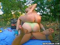 Sunny Lane Eva Angelina et Holly Morgan en orgie