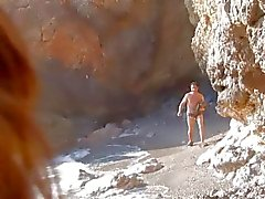 Brunette получить ударил путем Пещерный человек