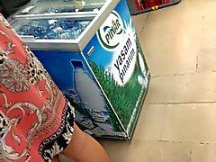 Турецкая подглядывание под юбки в супермаркете