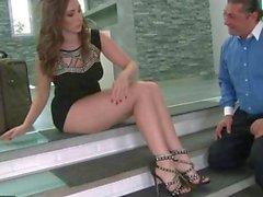Paige Turnah reçoit pieds adorés et de baisé