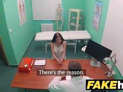 Falso hospital Petite italianos insomnio resuelto a través de sexo y cum tragar