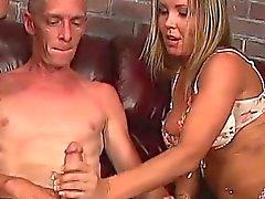 Дедушка в бисексуалы MMF при подростка пару
