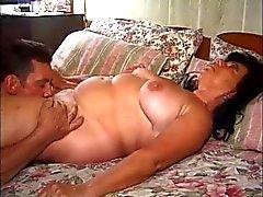 Chunny Rijpe oma geneukt met een Mooie handjob afwerking