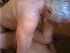 Muito antiga empregada uso de gordura jovem muito difícil