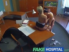 FakeHospital Nurse rejoint les médecins trio pour la première fois
