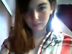 Adolescente masturbándose y chorro en la webcam 7
