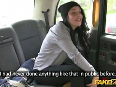 Pettie pussy fucking and licking in the backseat