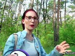 Scout allemand - Collège Redhead Teen Lia en casting publique