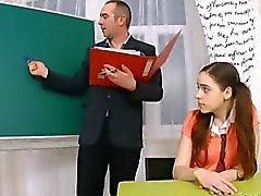 Enseignante d'âge mûr fucks la chatte juste majeure