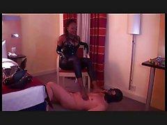 Fuß- Sklave für ein Göttin