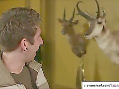 Geiler Schlampe genießt Hahn Stuffen und bekommt Gesicht