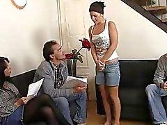 Ménage quente com os sua namorada e seus pais