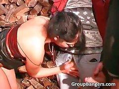 Открытом воздухе группового секса в роговом зрелые шлюшку