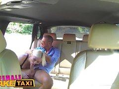 Femme Taxi Faux touriste italien baise blonde plantureuse sexy