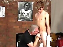 Dude is on his knees and sucking