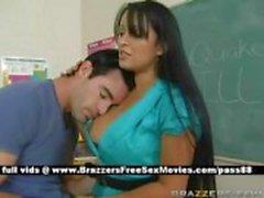 Bir deprem geçiyor okulda busty esmer öğretmen