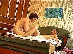 Yngre kille knullar äldre kvinna