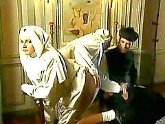 Nonnen Bid Met Vuisten
