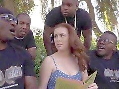 De quatre noirs dudes enculer Jessie Parker a avec leurs les grosses bites choco