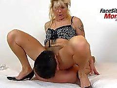 Сексуальные ноги зрелая любительские дамы Беата Facesitting Хочу мальчик