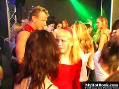 Al club è rappresentato ogni tipo di donna. Bianca,...