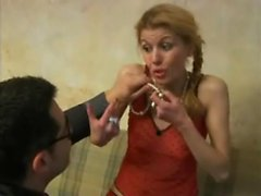 Blonde Slut prend un Big Cock In Her Ass Portant Bas