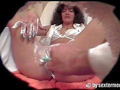 Pissende Milf im Kosmetik Salon