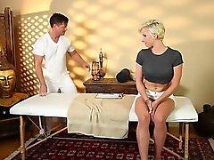 Mycket knepig Bubbelbad av den eleganta masseur