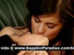 LesBains brunetta sensuale likcing e diteggiatura fighe a di un dell'orgia lesbica a tre vie