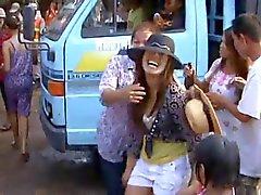 Thailand dorp meisjes zinderende dans in het openbaar - Part - 2