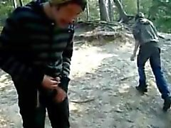Pissen, Ruckeln, Saugen, Cumming im freien im Wald