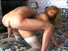 Italian MILF in hot action !