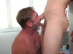 Hairy Papa liebt seine verschwitzt Junge Jock