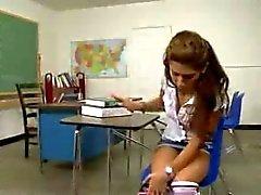 Flickaskola fångas av vaktmästaren