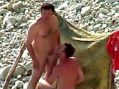 Pillados en la playa