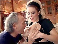 British lutka Rebecca saa munaa taas raskaana