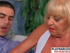 Natural tits Mommy Scarlet Andrews Wants To Fuck Hot Teen Stepson