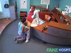 Les patients FakeHospital surprend une docteur putain infirmier