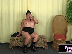 Curvy asian trap goddess wanking off
