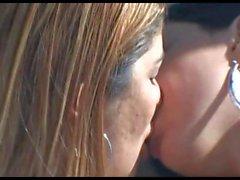 depp kissing 335511