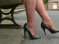Come adore this pretty ladies lovely legs and high heels and deepen your fetish